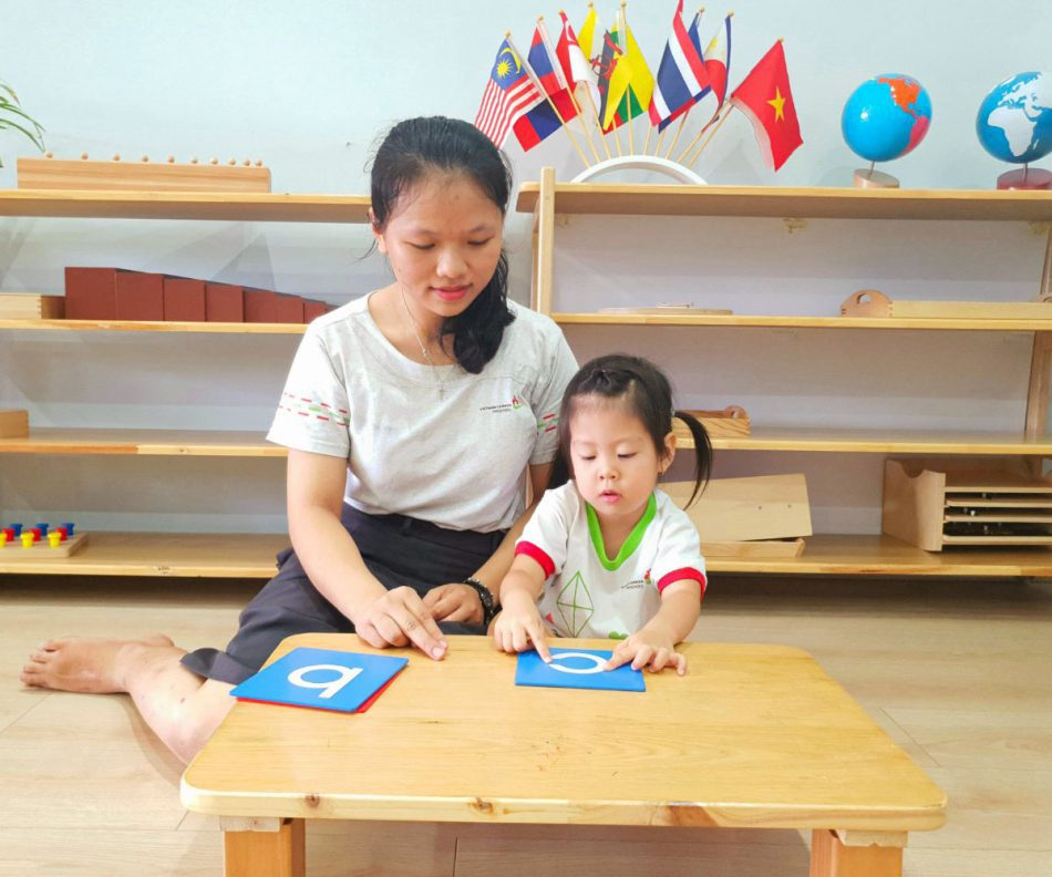 Hoạt động Montessori
